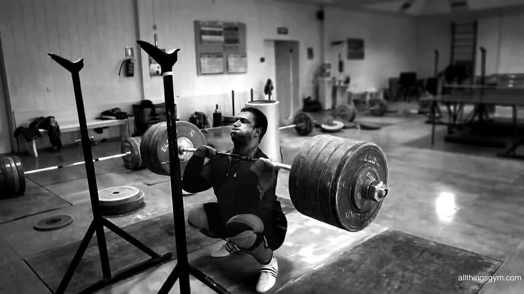 Aby mieć silne ciosy i kopnięcia należy trenowaćwe właściwy sposób
