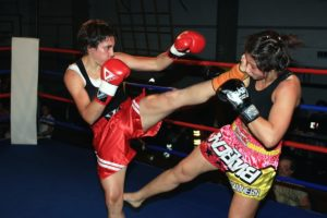 Kickboxing - szybkie ciosy i kopnięcia kobiet